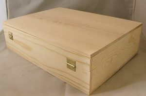 Wooden 3 Bottle Hinged Gift Box back
