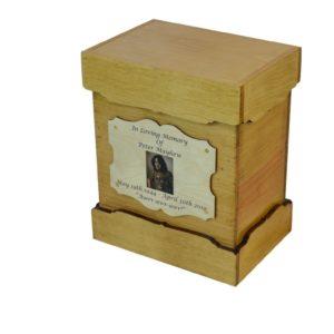wooden urn goldeb oak box